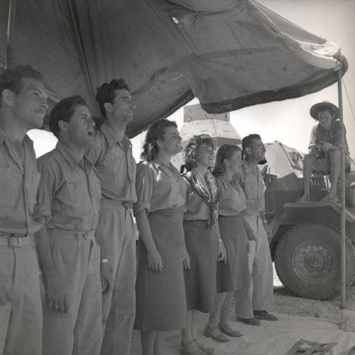 """فرقة """"تشزباترون"""" العسكرية الخاصّة بالبلماح في وادي عربة عام 1949، أرشيف المكتبة الوطنيّة"""