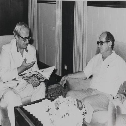 حيفير مع الرئيس يتسحاك نافون عام 1981، أرشيف المكتبة الوطنيّة
